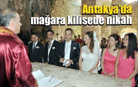 Antakya'da mağara kilisede nikah