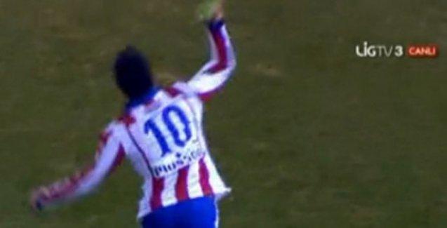 Arda Turan, Barcelona maçında hakeme ayakkabısını fırlattı