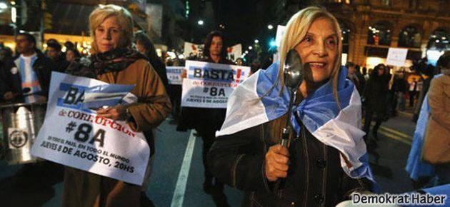Arjantin'de onbinler sokakta