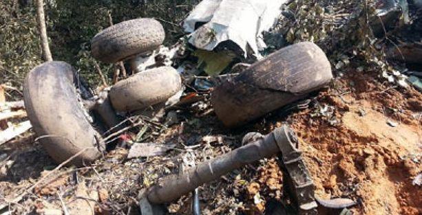 Askeri uçak düştü: Savunma Bakanı ve 5 yetkili öldü