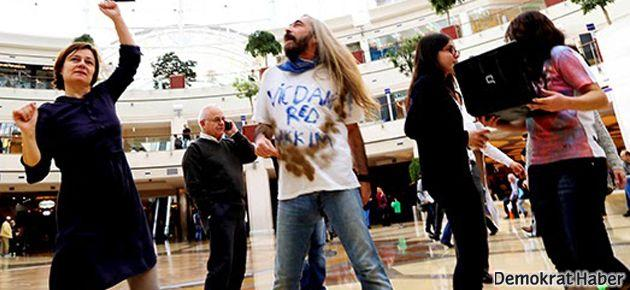 AVM'de eylem: Vicdani ret için dans et