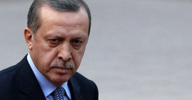 Anayasa hukukçuları : Erdoğan Anayasayı çiğniyor