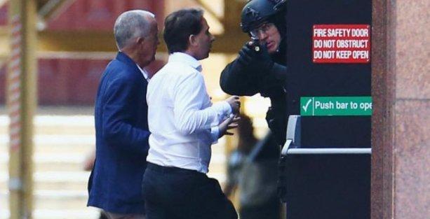 Avustralya'da kafe baskınına çatışmalı son