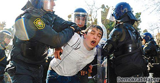 Azerbaycan'da asker ölümleri protesto edildi