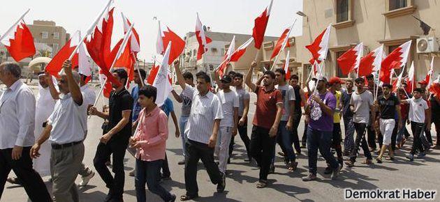 Bahreyn'de halk sokakta yönetim katliam destekçisi