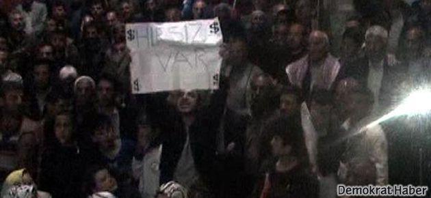 Bakan'a 'Hırsız var' pankartı açtı