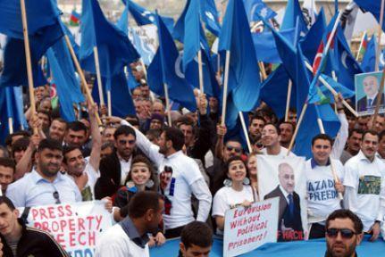 Bakü'de protestolar sürüyor