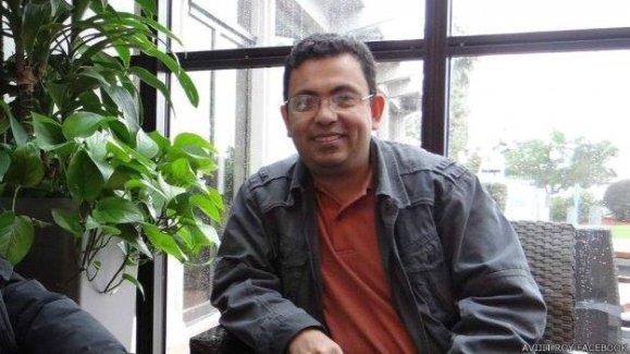 Bangladeşli ateist yazar paramparça edilerek öldürüldü