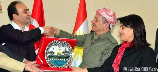 Barzani ile Müslim masaya oturuyor