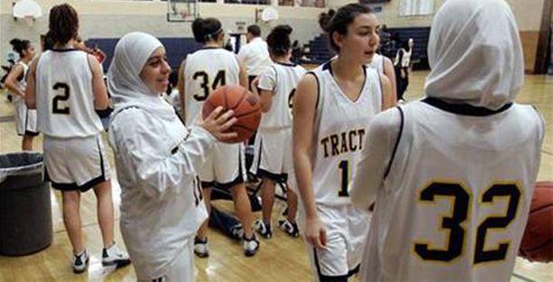 Basketbol oyuncularına başörtüsü izni