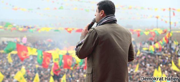 Batman'da 'Newroz ateşi'ni binlerce kişi yaktı