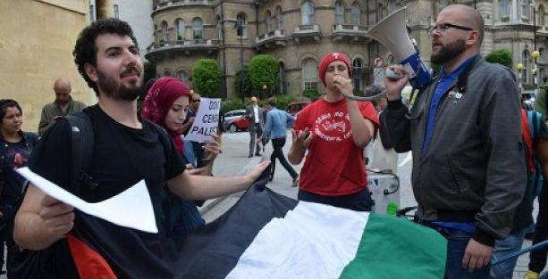 BBC'ye 'İsrail yanlısı yayın' protestosu