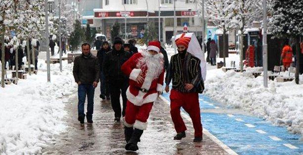 BBP'lilerin yeni yıl 'gösterisi': 'Yeniçeri'ye Noel Baba'yı kovalattılar!