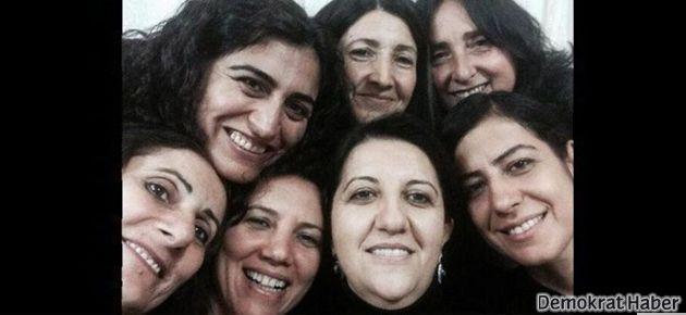 BDP'li vekillerin tahliye selfie'si