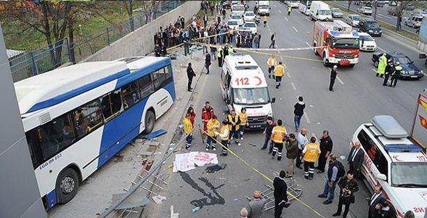 Belediye otobüsü kaza yaptı: 2 ölü 5 yaralı