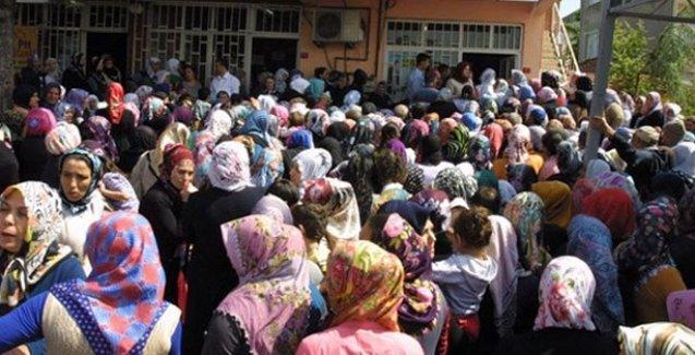 'Belediye yoksullara 50 lira dağıtıyor' söylentisi izdihama neden oldu