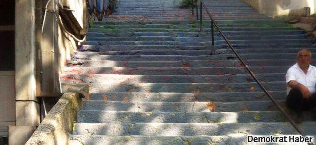 Belediye'nin gri merdiven direnişi