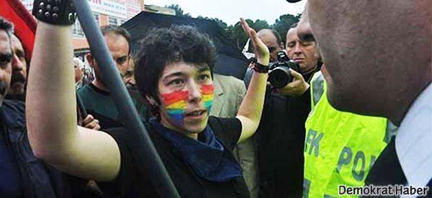 'Ben lezbiyenim beni erkek polis arasın'