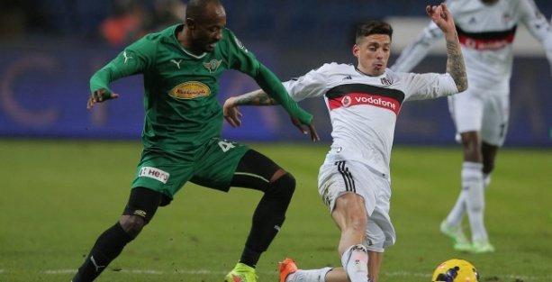 Beşiktaş Akhisar Belediyespor'u yenerek liderliğini sürdürdü
