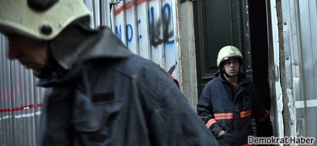 Beyoğlu'nda bir bina çöktü
