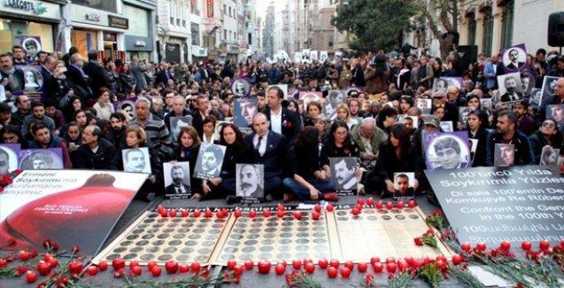 Binlerce kişi Ermeni Soykırımı'nın 100. yıldönümü için Taksim'de buluştu