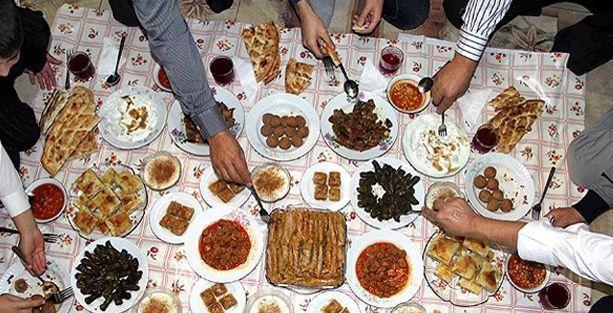 'Bir ay boyunca yemediklerinizi bayramda yeme telaşına girmeyin'