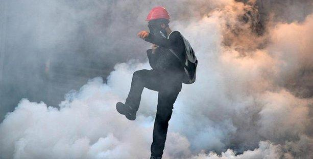 Bir eylemcinin ölümü üzerine Fransa'da gaz bombası yasaklandı