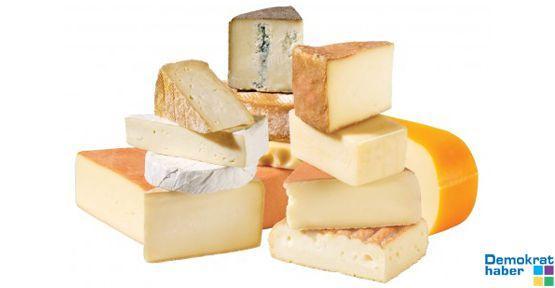 Bir teşhir de peynir ve et ürünlerine