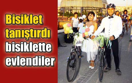 Bisiklet tanıştırdı bisiklette evlendiler