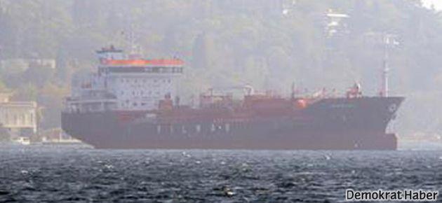 Boğaz'da panik: Gemi öyle bir yere demir attı ki...