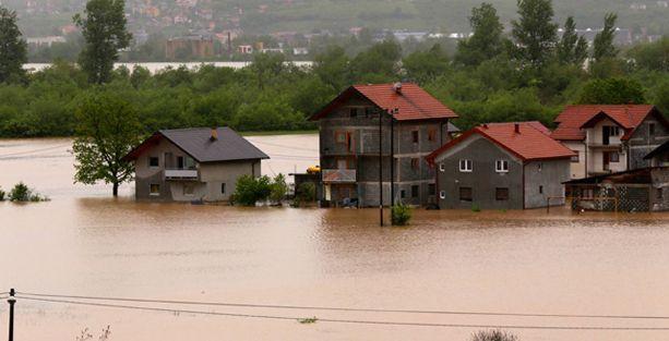 Bosna'da sel toplu mezarı ortaya çıkardı