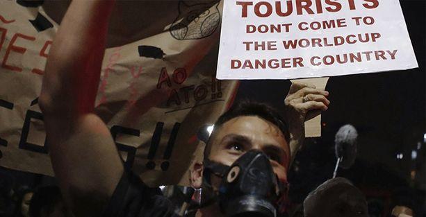 Brezilya'da binlerce kişi polisle çatıştı