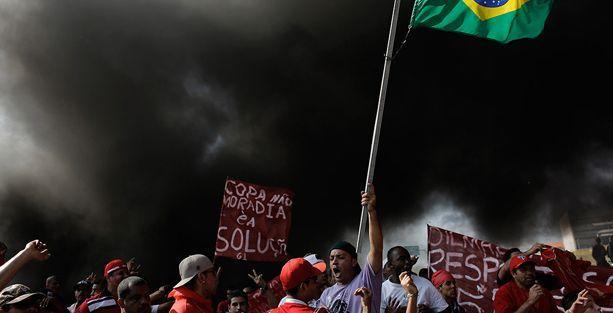 Brezilya'da evsizler Dünya Kupası'nı protesto etti
