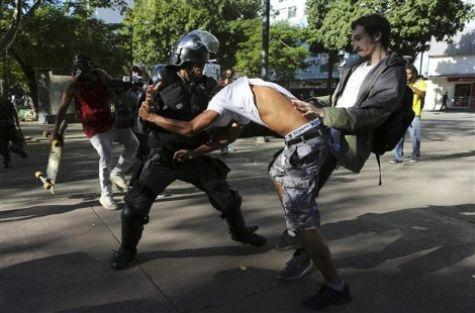 Brezilya'da kupa finali sırasında çatışma
