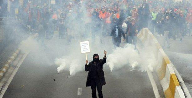 Brüksel'de protesto gösterisine müdahale: 50 yaralı