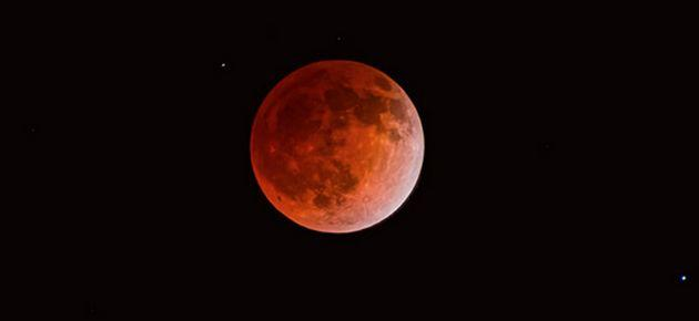 Bu Ay 'Kanlı Ay'