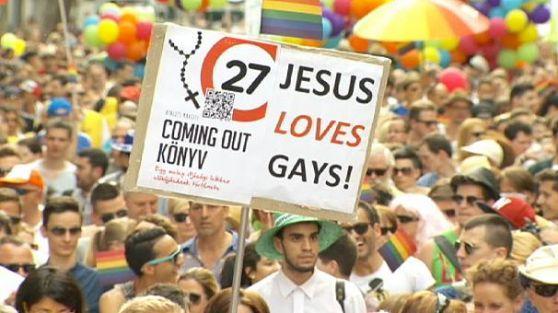 Budapeşte'de aşırı sağcılar eşcinsel festivaline tepki gösterdi