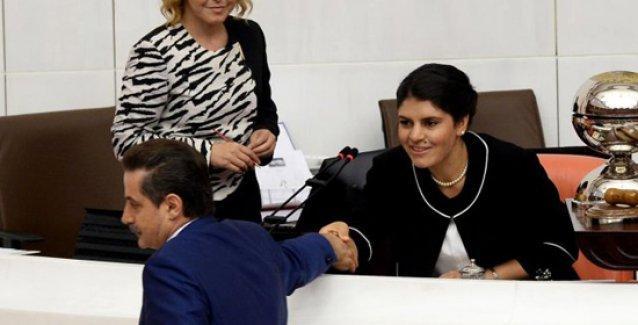 'Büyük Türk Milleti Önünde' Dilek Öcalan'ın tebessümü, Feleknas Uca'nın broşu