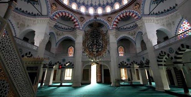 Cami'de Eşcinsel ve Lezbiyenlere Açık Kapı Günü