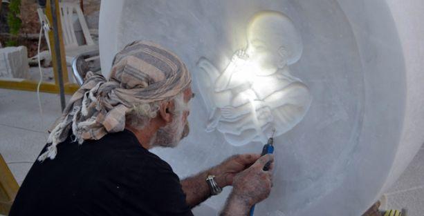 Can Yücel'in parçalanan mezarı yeniden yapılıyor