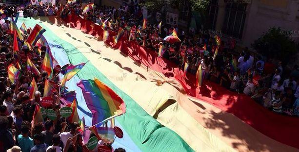 CHP'li Sezgin Tanrıkulu'ndan Onur Yürüyüşü'ne destek