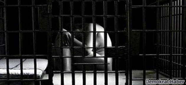 Çıplak aramaya direndi, ceza aldı
