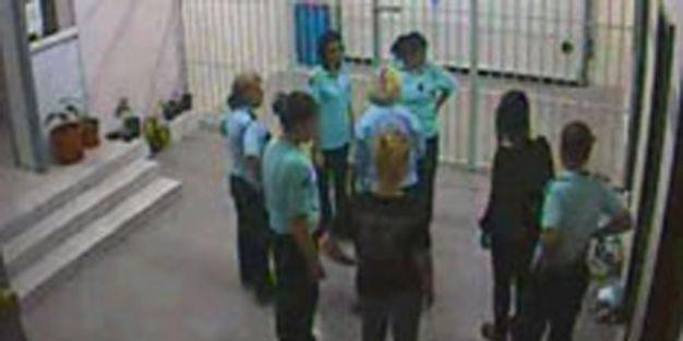 Çıplak aramayı kabul etmeyen kadınların yargılanmasına başlandı