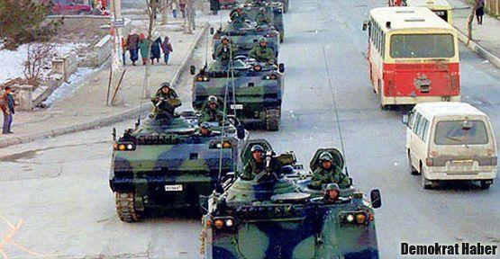 'Darbe yapacak adam tankları gündüz vakti safça yürütür mü?'