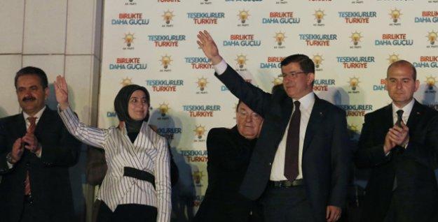 Davutoğlu 'istifa' sözünü unuttu, 'Seçimin galibi AKP'dir' dedi