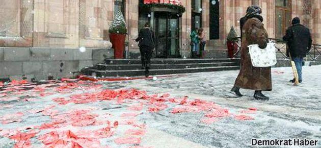 Davutoğlu'na Ermenistan'da soykırım protestosu
