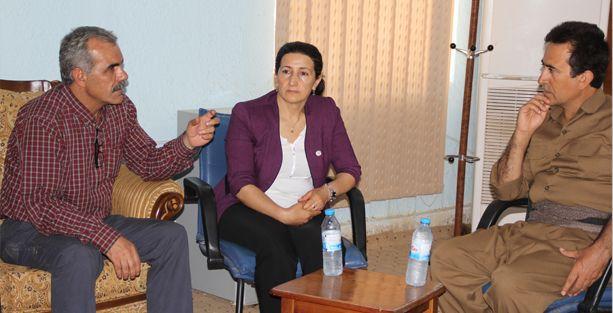 DBP ve HDP'li yetkililer Mahmur kampını ziyaret etti