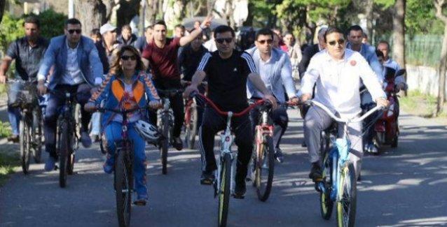 Demirtaş Büyük Ada'da bisikletli seçim turu yaptı