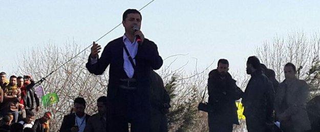 Demirtaş: IŞİD barbarlığı da AKP barbarlığı da Newroz ateşi ile yok olacak