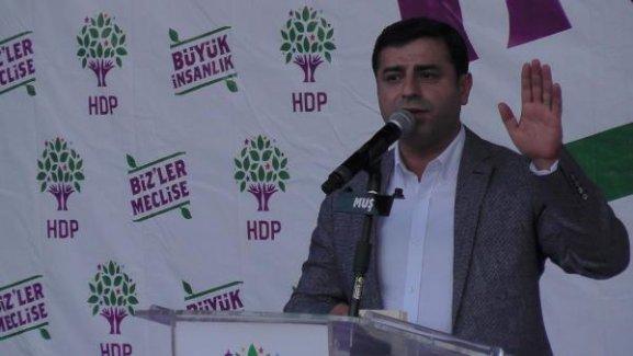 Demirtaş'tan Erdoğan'a: Bu ülkenin kadınlarına edepsizce hakaret edemezsin